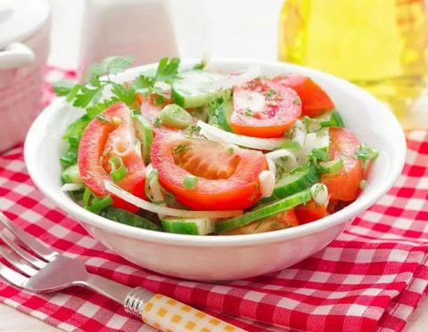 Салат «огурцы с помидорами»