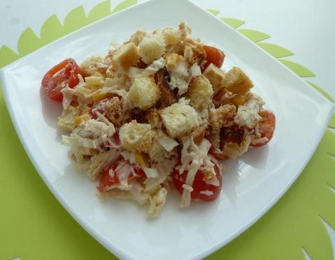 Салат из помидоров с сухариками