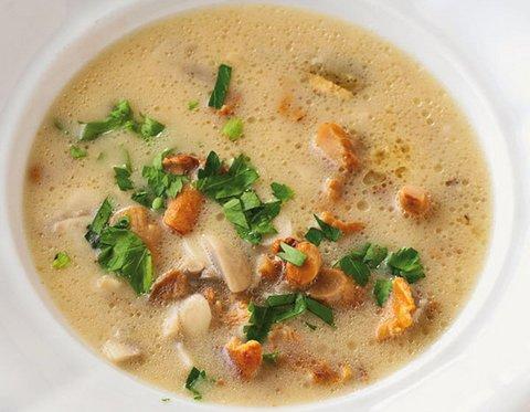 Суп с лисичками и плавленным сыром