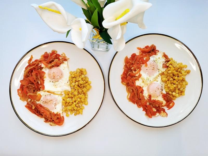 Яичница с перцем и помидорами