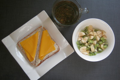 хлеб с маслом и сыром & фруктовый салат