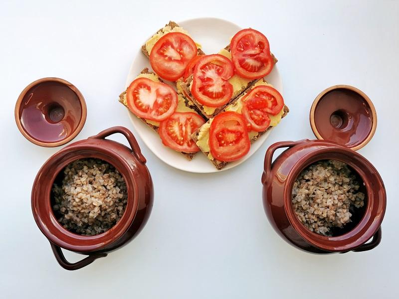 гречка и хлебцы с хумусом