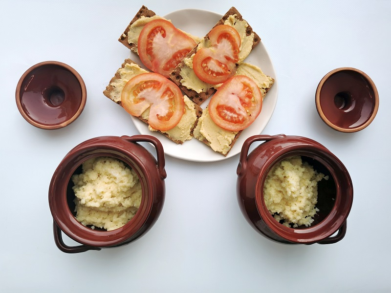 кус-кус с хлебцами и хумусом